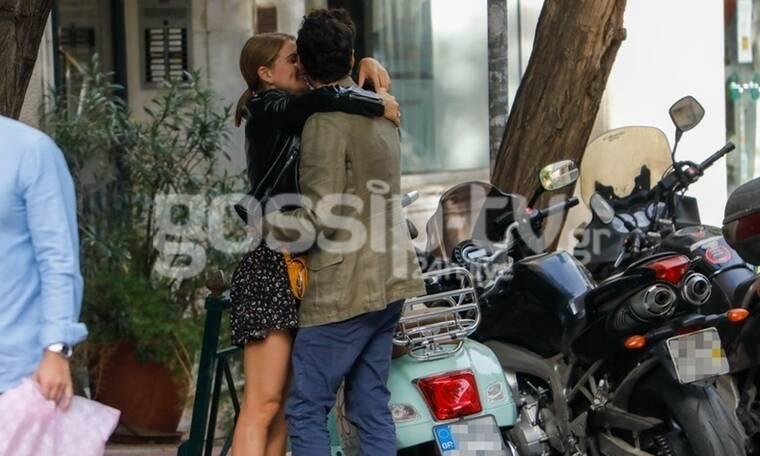 Τι έρωτας τρελός είναι αυτός; Καυτά φιλιά στη μέση του δρόμου για τους δύο ηθοποιούς