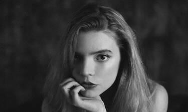 Η 24χρονη που σαρώνει σε σειρά του Netflix φόρεσε δημιουργία της Σίλιας Κριθαριώτη
