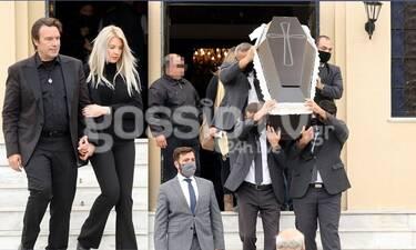 Στράτος Τζώρτζογλου: Συντετριμμένος στην κηδεία της μητέρας του
