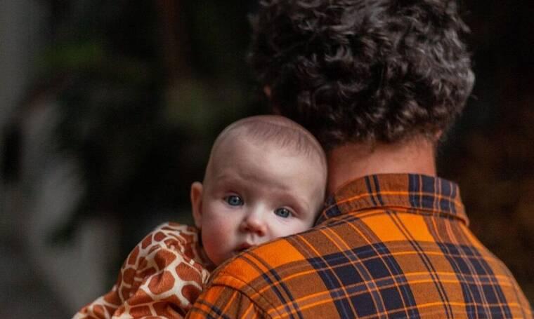 Είναι γιος Έλληνα ηθοποιού και ναι, είναι το πιο όμορφο μωρό στο Instagram!