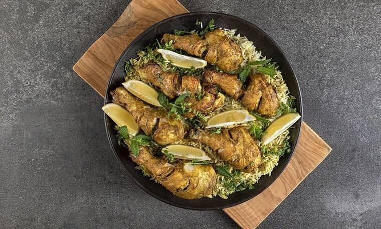 Λαχταριστό κοτόπουλο tandoori με ρύζι από τον Άκη Πετρετζίκη
