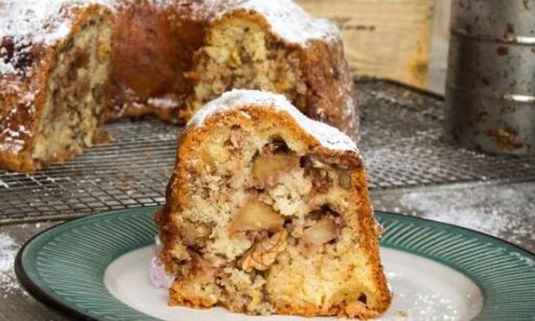 Κέικ μήλου από τον Άκη Πετρετζίκη!