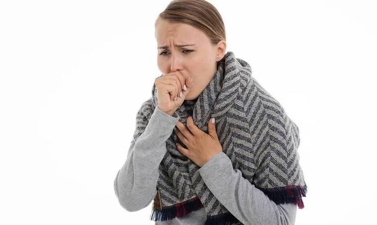 Αυτά είναι τα συμπτώματα του κοινού κρυολογήματος που πρέπει να προσέξεις