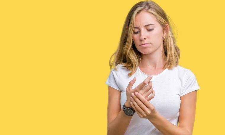 Ρευματοειδής αρθρίτιδα: Παράγοντες που την προκαλούν & επιδεινώνουν τα συμπτώματα (εικόνες)