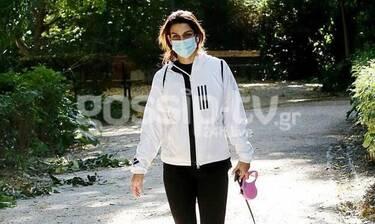 Τόνια Σωτηροπούλου: Εντελώς άβαφτη, με μάσκα στο κέντρο της Αθήνας! (photos)