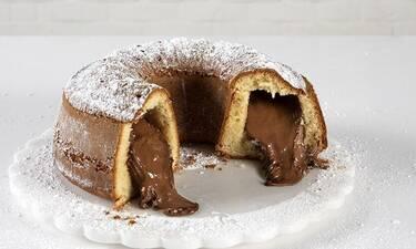 Το απόλυτο κέικ βανίλιας γεμιστό με πραλίνα φουντουκιού από τον Άκη Πετρετζίκη