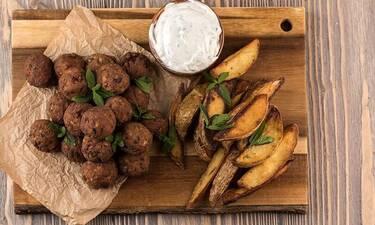 Η απόλυτη συνταγή! Κεφτεδάκια με πατάτες από τον Πετρετζίκη!