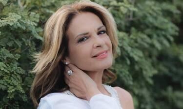 Πέγκυ Σταθακοπούλου: Ακομπλεξάριστη ποζάρει χωρίς ίχνος μακιγιάζ!