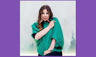 Άντζελα Δημητρίου: Στόλισε black & white δέντρο και πόζαρε με το νέο της look!