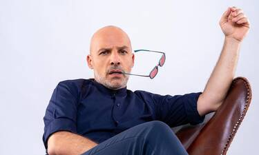 Μουτσινάς: Επικρατέστερος για παρουσιαστής του νέου μεγάλου πρότζεκτ του ΣΚΑΪ