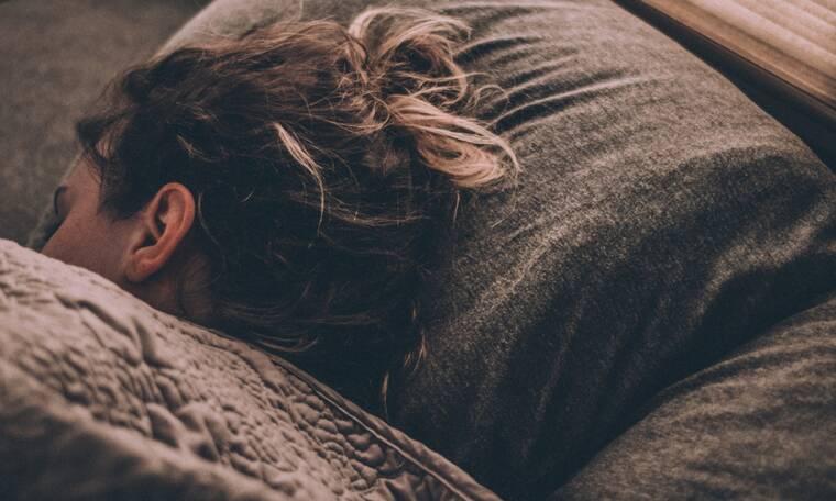 Δύο «κόλπα» για να μην είναι κρύο το κρεβάτι όταν πας να κοιμηθείς