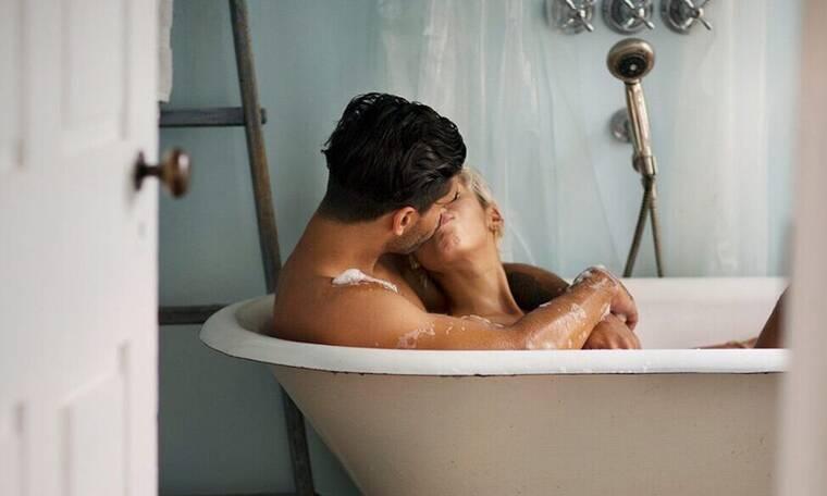 Έρευνα που τρομάζει: Πόσο συχνά πρέπει να κάνουμε μπάνιο;