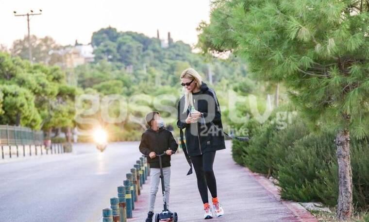 Νάταλι Θάνου: Ο γιος της μεγάλωσε! Δείτε τους σε βόλτα τους στη Βουλιαγμένη!
