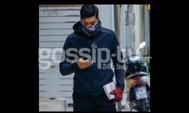 Αργύρης Πανταζάρας: Η βόλτα στο κέντρο της Αθήνας και τα... μηνύματα!