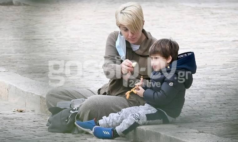 Σία Κοσιώνη: Βόλτα με φόρμες και τον γιο της, Δήμο Μπακογιάννη! (Pics)