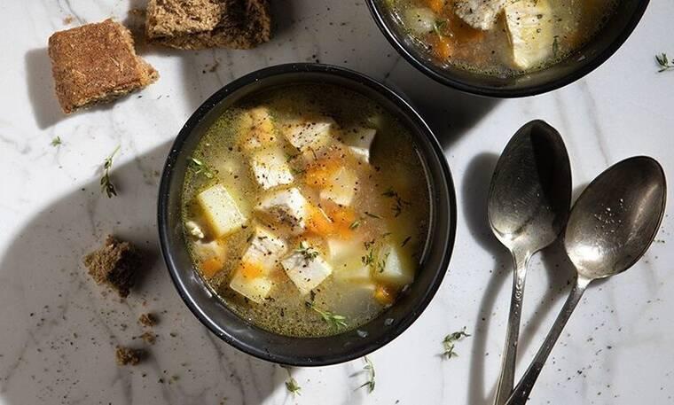 Αυτή την κοτόσουπα χωρίς ρύζι του Πετρετζίκη πρέπει να τη φτιάξεις!