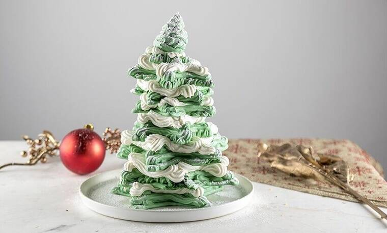 Χριστουγεννιάτικο δέντρο από μαρέγκες από τον Άκη Πετρετζίκη!