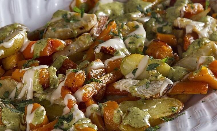 Πεντανόστιμα ψητά λαχανικά με ταχίνι και πέστο από τον Άκη Πετρετζίκη