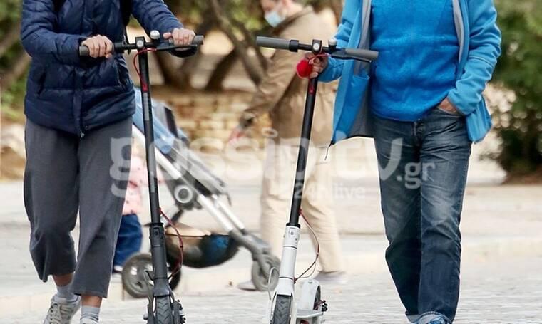 Βόλτα με ηλεκτρικό πατίνι στο κέντρο της Αθήνας για τον γνωστό Έλληνα ηθοποιό