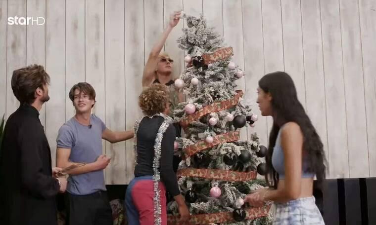 GNTM: Ο Γιώργος Καράβας σε ρόλο... Άη Βασίλη και η χαρά με τον στολισμό του δέντρου!
