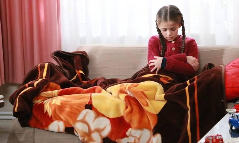 Elif: Ο Τζαφέρ φτάνει σπίτι του με την Ελίφ, η οποία δεν έχει τις αισθήσεις της