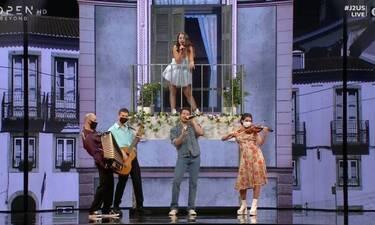 JU2S: Η Ζένια Μπονάτσου ερμήνευσε τραγούδι του πατέρα της! Η συγκίνηση του Φασουλή!