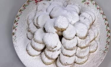 Πρόλαβες να φτιάξεις τους κουραμπιέδες του Πετρετζίκη; Αυτή είναι η συνταγή