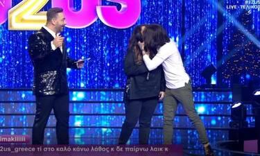 J2US τελικός: Ζαρίφη - Ράμμος: Το καυτό φιλί on stage που «άναψε φωτιές» (Photos-Video)