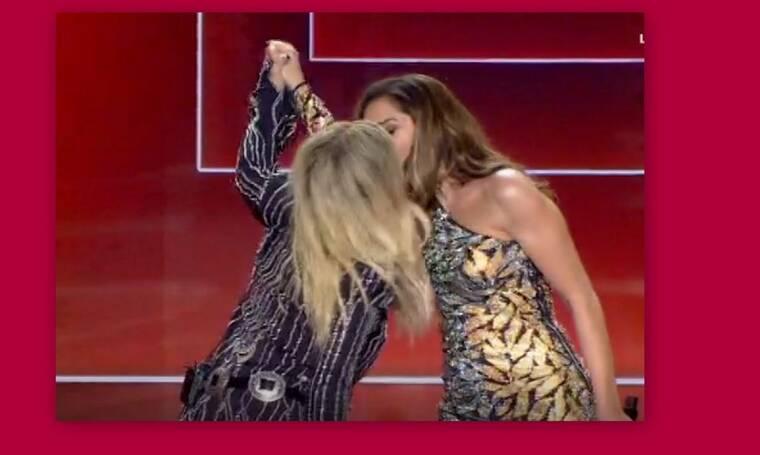 J2US τελικός: Βίσση - Βανδή: Έλυσαν τα 20 χρόνια κόντρας με ένα φιλί!