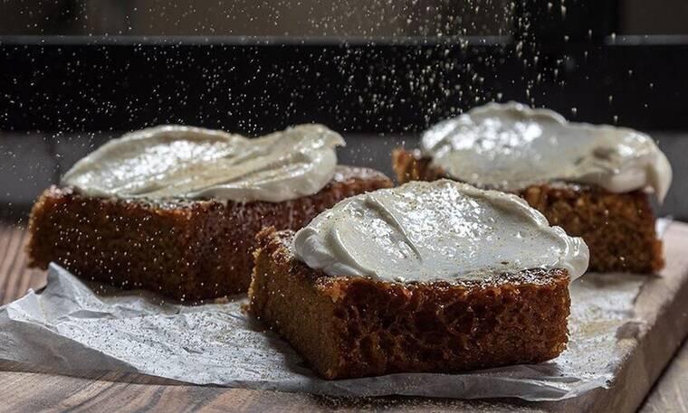 Θεϊκό Gingerbread cake από τον Άκη Πετρετζίκη!
