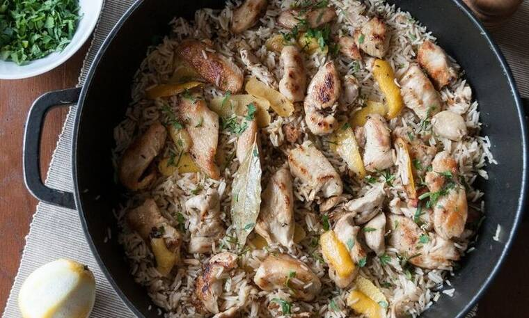 Κοτόπουλο λεμονάτο με ρύζι από τον Άκη Πετρετζίκη