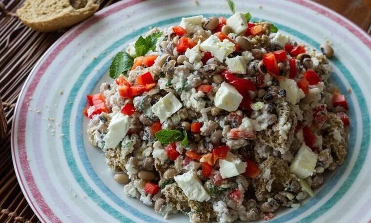 Σαλάτα με μαυρομάτικα φασόλια και ρύζι από τον Άκη Πετρετζίκη!