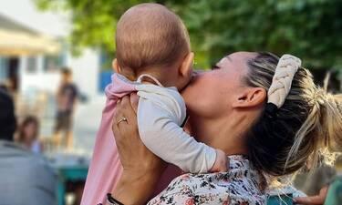Βασιλική Μιλλούση: Δείτε την να παίζει με την μικρή κορούλα της! (video)
