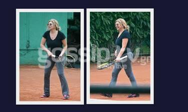 Χριστίνα Πολίτη: Όπως δεν την έχεις ξαναδεί! Με sport look να παίζει τένις