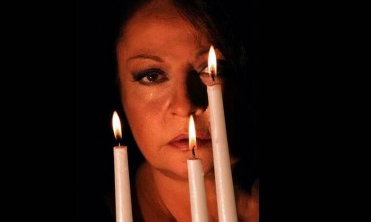 H Μίρκα Παπακωνσταντίνου «επιστρέφει» με την παράσταση «Με τη σιωπή» - Δες πού θα την απολαύσεις