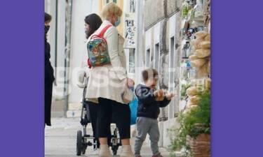 Σία Κοσιώνη: Η έξοδος με τον γιο της, Δήμο και η σχολική τσάντα!