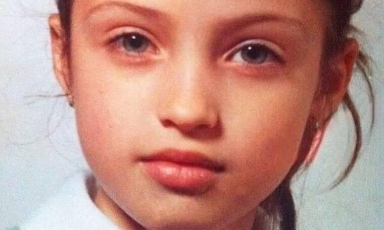 Αναγνωρίζετε το κοριτσάκι της φωτογραφίας; Δε θα πιστεύετε ποια είναι!