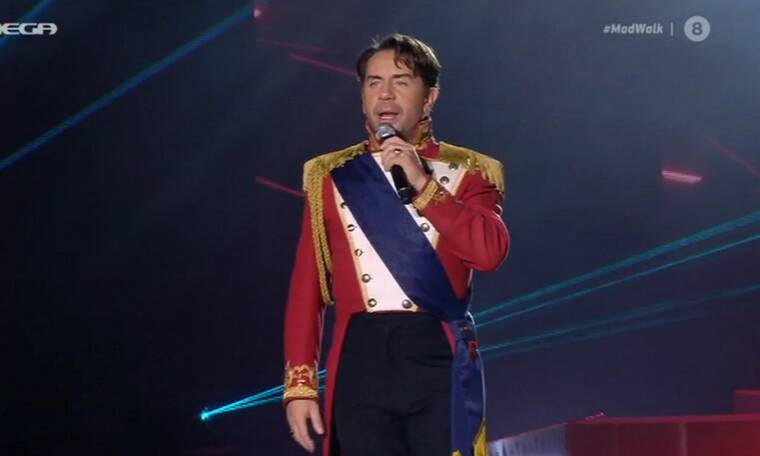 Madwalk 2020: Ο Γιώργος Μαζωνάκης ντυμένος Γάλλος αξιωματικός έστειλε ηχηρό μήνυμα αισιοδοξίας