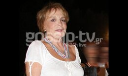 Μπέτυ Αρβανίτη: Είναι σούπερ γιαγιά! Παίζει κουκλοθέατρο με θεατή τον... εγγονό της!