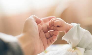 Συγκλονιστική περιγραφή δημοσιογράφου: «Το μωρό έπεσε στο πάτωμα. Δεν κουνιόταν»