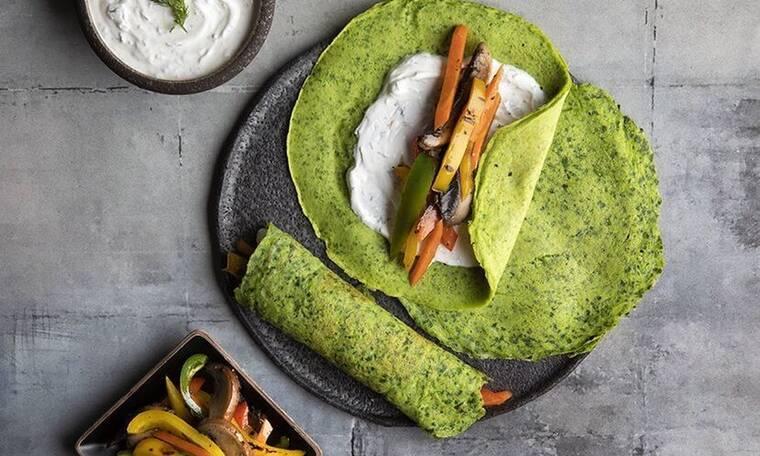 Μοναδικές κρέπες από σπανάκι με ψητά λαχανικά από τον Άκη Πετρετζίκη!