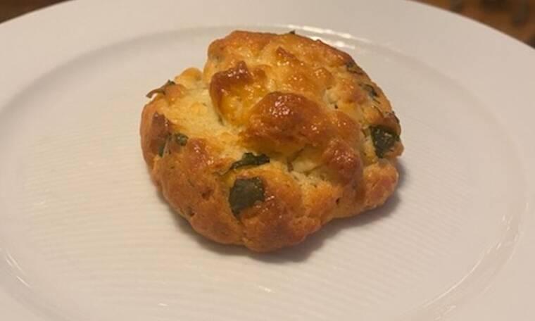 Συνταγή για τα πιο εύκολα και νόστιμα τυροπιτάκια ( Γράφει η Majenco στο Queen.gr)