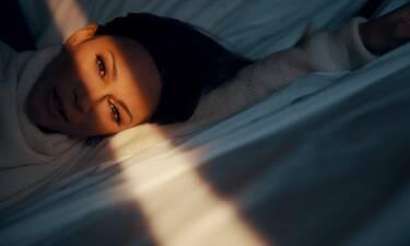 Tο νέο τραγούδι της Κοκκίνου σε μουσική του γιου του Πλούταρχου μόλις κυκλοφόρησε