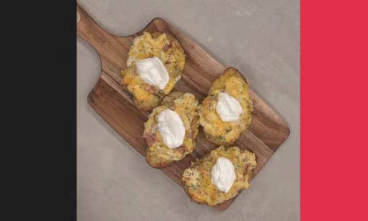 Πατάτες φούρνου με τυριά από τον Άκη Πετρετζίκη!