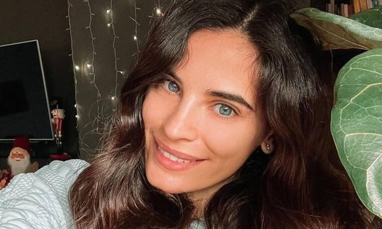 Χριστίνα Μπόμπα:Ποζάρει με κολάν & βλέπουμε τη φουσκωμένη κοιλίτσα της