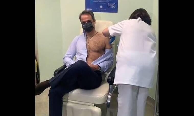 Ο Κυριάκος Μητσοτάκης έκανε τη δεύτερη δόση του εμβολίου για τον κορονοϊό