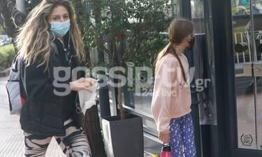 Κατερίνα Λάσπα: Η βόλτα με την κόρη της και το περίεργο κολάν! (Photos)