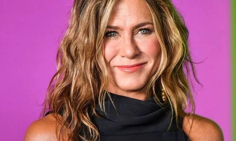 Αυτό είναι το μυστικό πίσω από τα κυματιστά μαλλιά της Jennifer Aniston