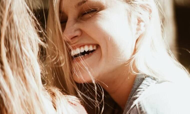 Γιατί μυρίζει άσχημα το στόμα σου και πώς θα το αντιμετωπίσεις;