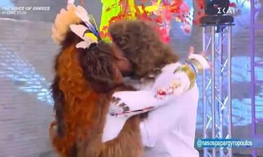 Καλό μεσημεράκι: Το «καυτό» φιλί του Νάσου Παπαργυρόπουλου στην Βάνια!